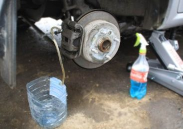 Прокачка тормозов автомобиля без помощника